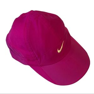 NIKE Featherlight Dri-fit adjustable back cap